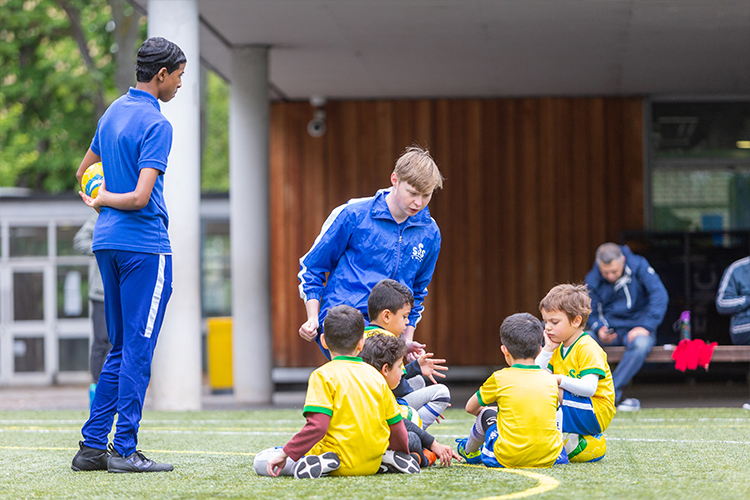 kids football coaches in london